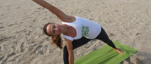 Yoga at the beach - Boa Onda