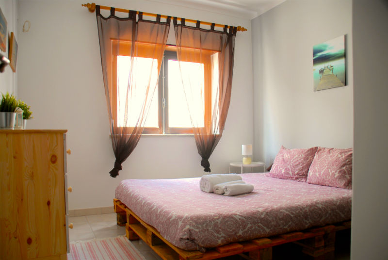 Supertubos Apartment - master bedroom